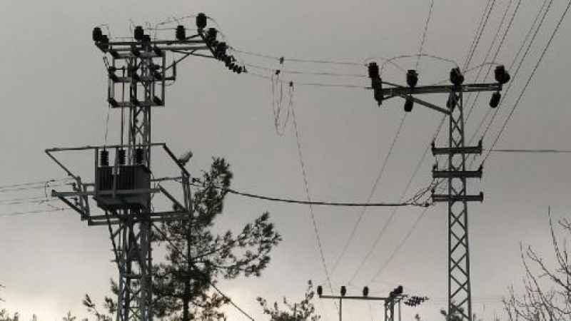 Trafo kabloları çalındı, evden çıkamayanlar elektriksiz kaldı