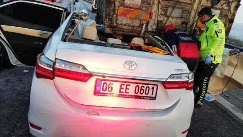 Osmaniye'de feci kaza! Otomobil, kamyonun altına girdi