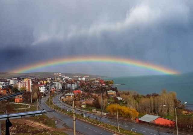 Ahlat'taki gökkuşağı hayranlık uyandırdı