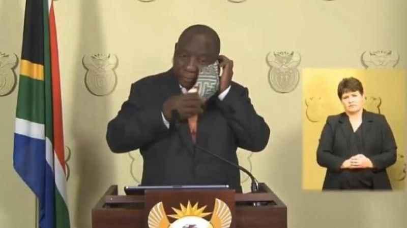 Güney Afrika Devlet Başkanı'nın maske ile imtihanı
