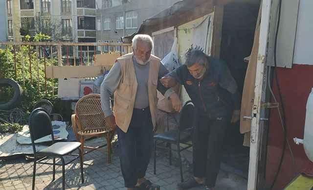 80 yaşındaki baba 60 yaşındaki hasta oğluna bakıyor! Tek istekleri ev