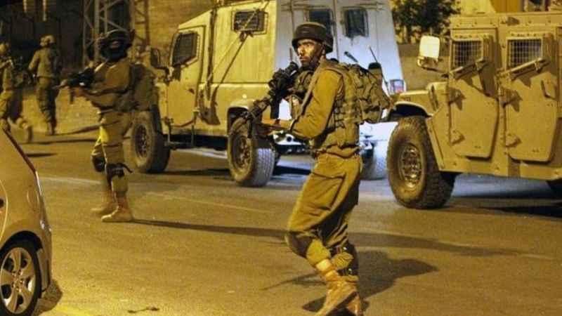 İşgalciler Filistinlilere önce saldırdı sonra tutukladı