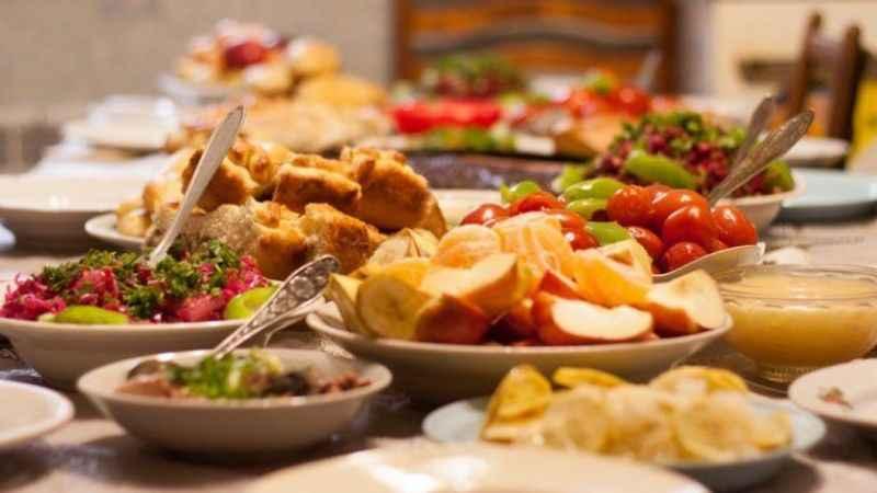 Bilim Kurulu Üyelerinden toplu yemek uyarısı: Virüs affetmiyor!