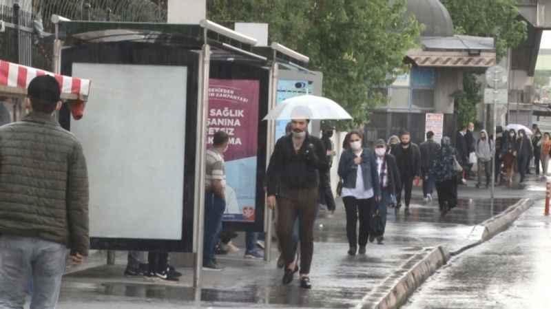 Meteoroloji'den kritik uyarı! Sağanak yağış için saat verildi