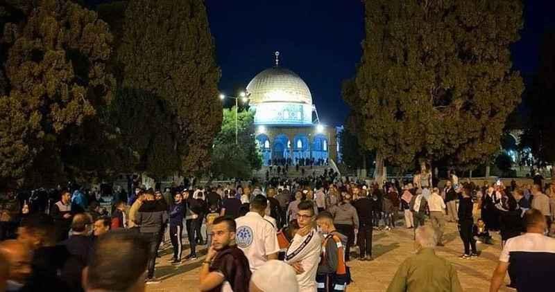 Binlerce Filistinli sabah namazını Mescidi Aksa'da kıldı