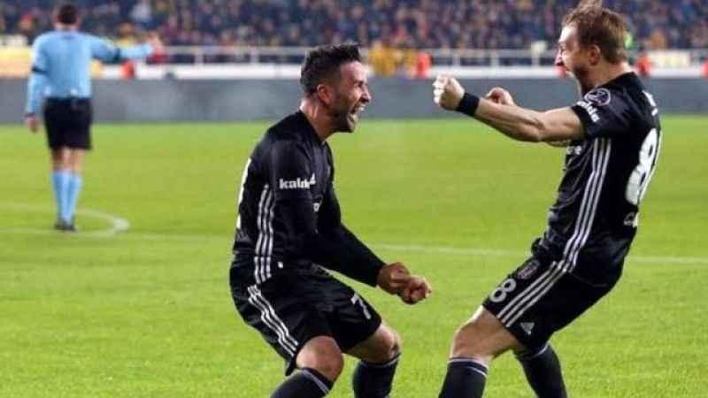 Fenerbahçe iki eski oyuncusunda mutlu sona yakın!
