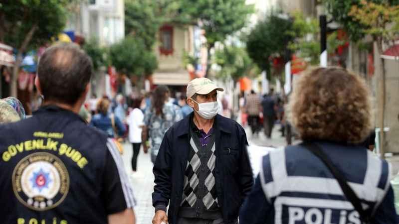 Prof. Dr. Müftüoğlu'ndan maske önerisi: Kırmızı ışıkta geçen araç!