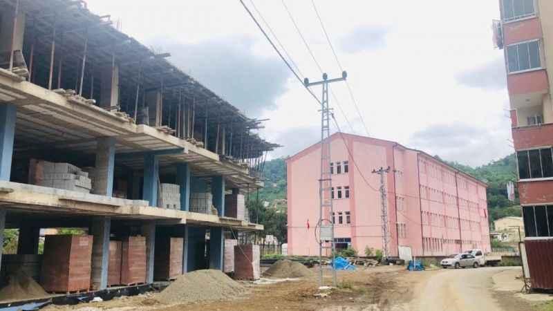 LGS sınavında öğrencileri rahatsız eden inşaat işçilerine ceza yağdı