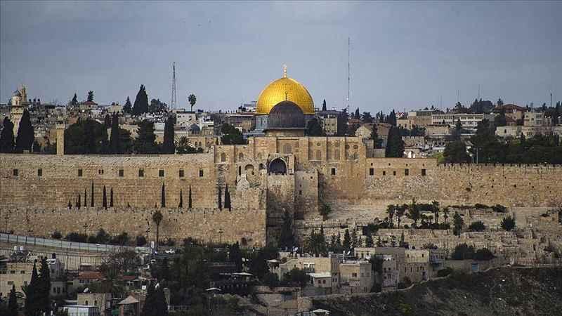Filistinliler Cuma namazı için Mescid-i Aksa'ya akın etti