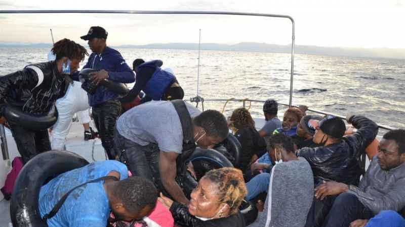 Göçmenlerin çilesi sürüyor! İzmir'de 65 sığınmacı kurtarıldı