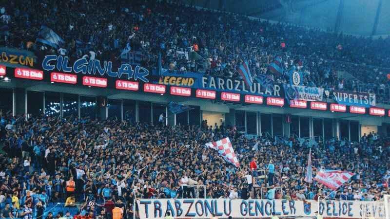 Trabzonspor taraftarı, takımı meşale şovla stadyuma uğurlayacak!