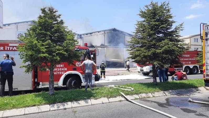 Kayseri'de ambalaj fabrikasında yangın!