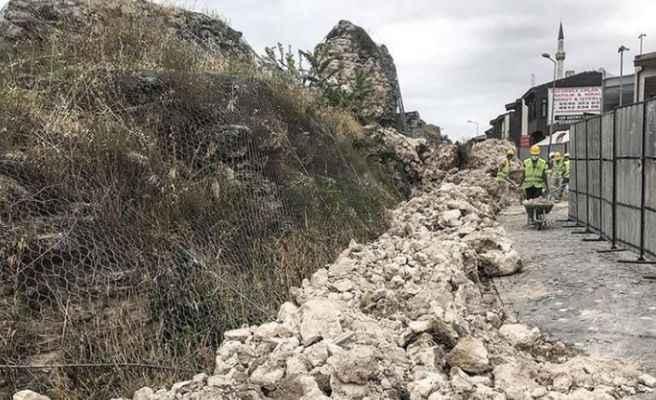 İstanbul Fatih'teki tarihi surlarda çökme