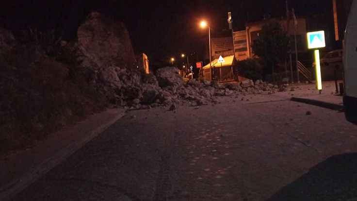 İstanbul'da tarihi surların bir kısmı yıkıldı
