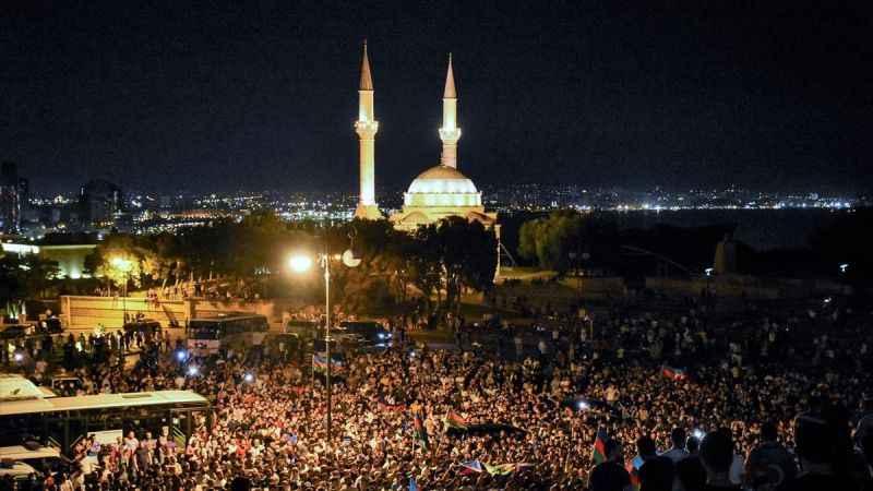 Azerbaycan'da sokağa dökülen halk savaş istiyor