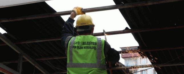 Rize'de sel sonrası dere yatağındaki binaların yıkımına başlandı
