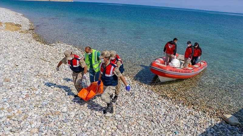 Van Gölü'nde batan tekneden çıkarılan ceset sayısı 54 oldu