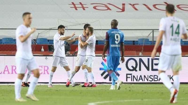 Trabzonspor taraftarını üzdü! Konyaspor 3 puanı kaptı