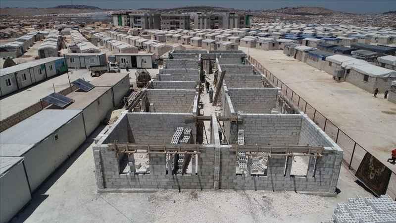 İHH, İdlib'de 'briket okul' inşaatına başladı