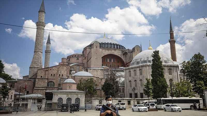 Ayasofya Camisi'nin çevresinde hazırlıklar sürüyor