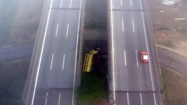 Anadolu Otoyolu'nda TIR köprüden uçtu