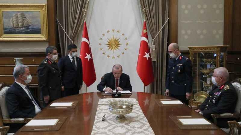 Cumhurbaşkanı Erdoğan onayladı! YAŞ kararları açıklandı