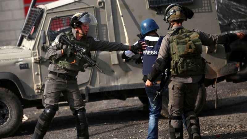 Filistinli gazetecilere İsrail zulmü!