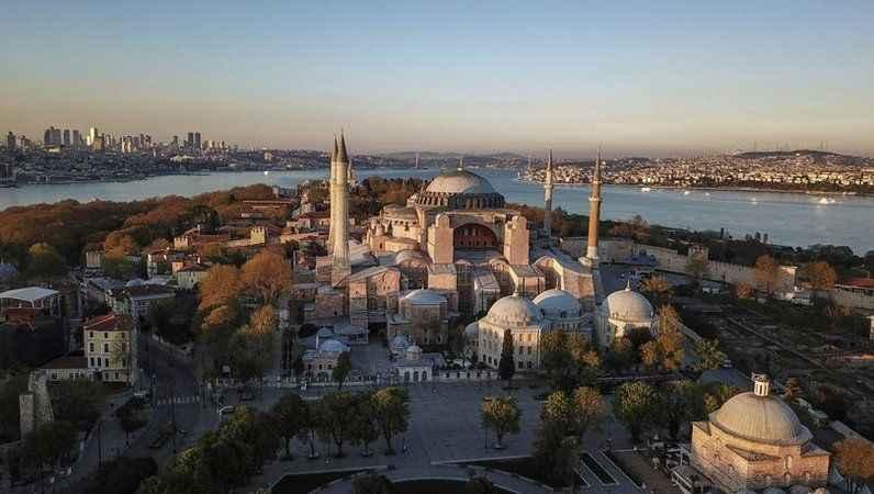 Yunanistan'da Ayasofya'nın ibadete açılması nedeniyle yas ilan edildi!