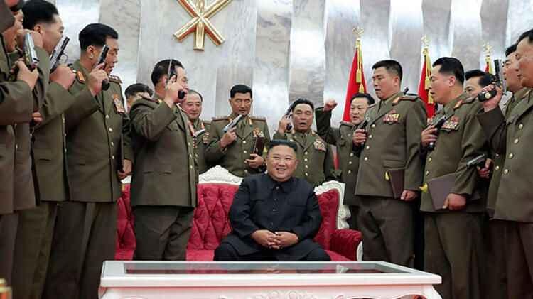 Dünya Kuzey Kore'ye kilitlendi! Silahlarını kaldırıp yemin ettiler