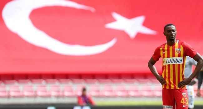 Galatasaray'da hedef Mensah: Belhanda'dan gelecek...