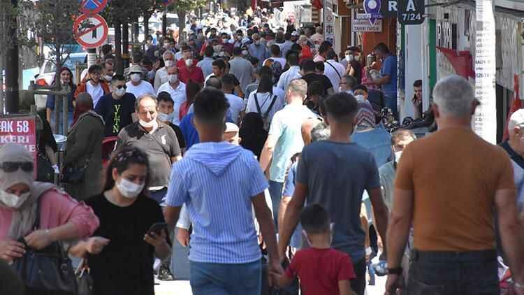 Sivas'ta bayram alışverişinde sosyal mesafe unutuldu