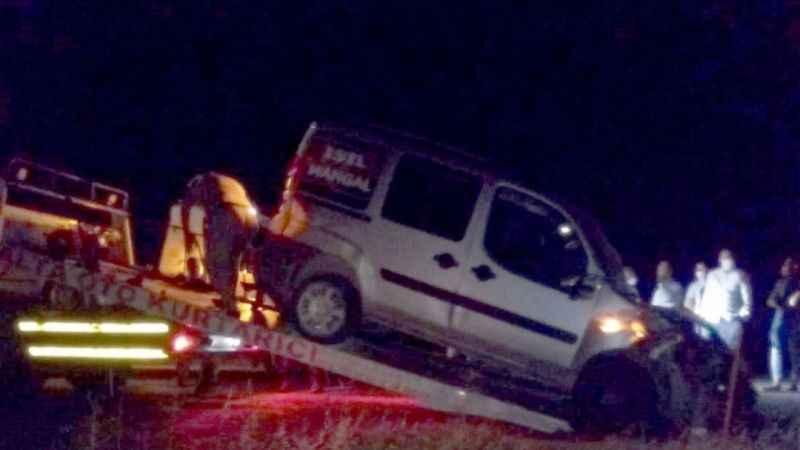 Besni'de hafif ticari araç ile otomobil çarpıştı: 8 yaralı