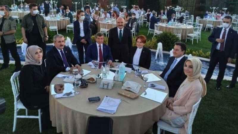"""Ahmet Davutoğlu canlı yayında o kareyi değerlendirdi: """"Gönül ister ki"""""""