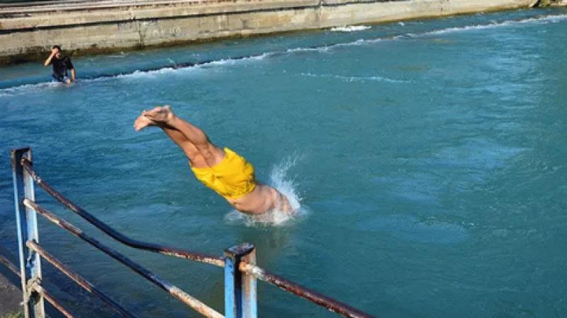 Tehlileye rağmen kanala atladı, 'Yasaklar çiğnenmek içindir' dedi