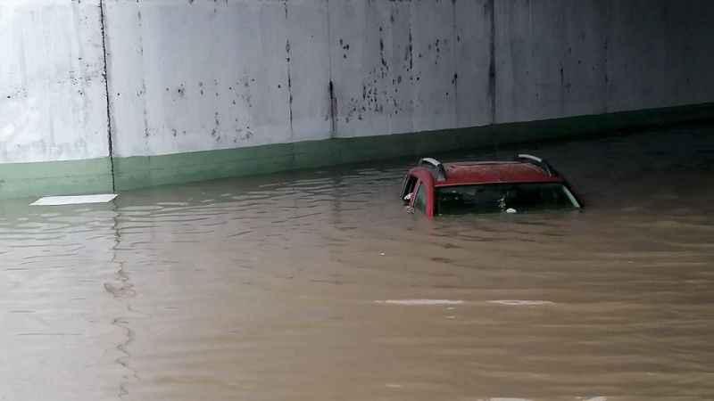 Samsun'da şiddetli yağış sonrası su baskınları oldu