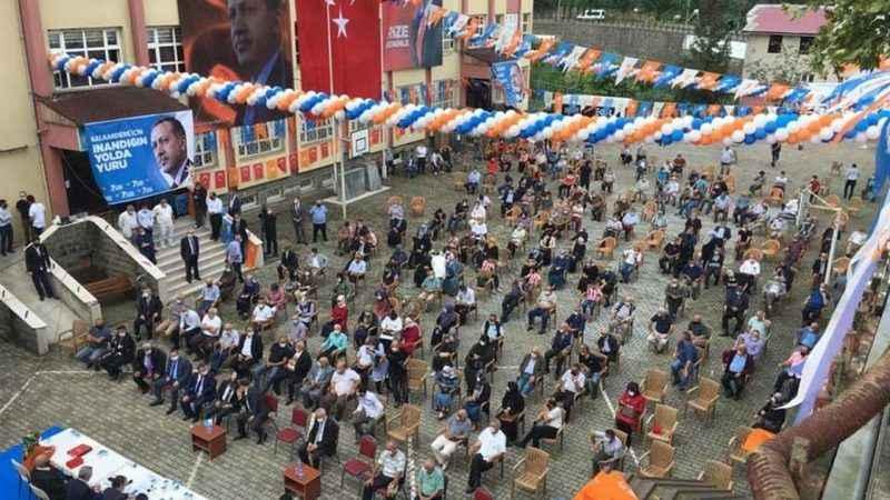 AK Parti kongresi devlet okulunda yapıldı! Muhalefet tepkili