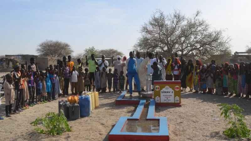 Afrikada cocukların su sevinci