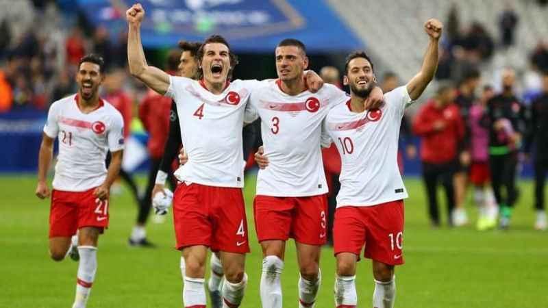 A Milli Futbol Takımı top başı yapıyor.