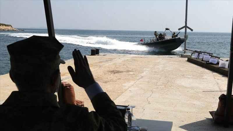 Milli Savunma Bakanı Akar, SAT personeliyle bir araya geldi