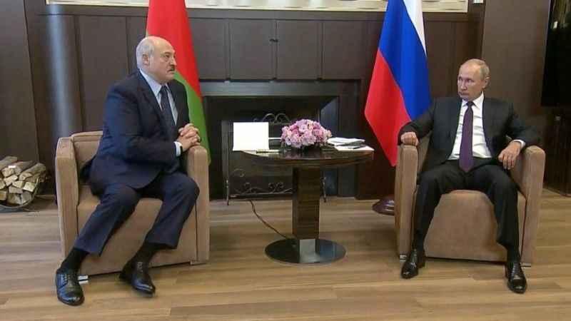 Belarus lideri Lukaşenko'dan Putin'e: Dostunun başı belada