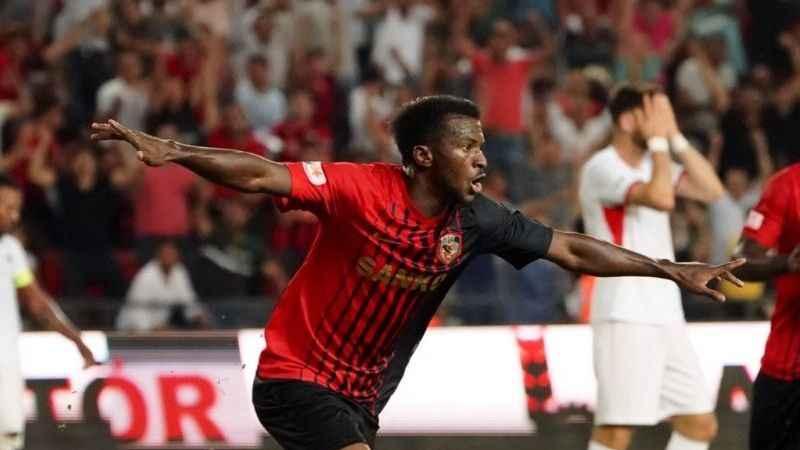 Brezilyalı forvet oyuncu Olarenwaju Kayode, Sivasspor'a doğru