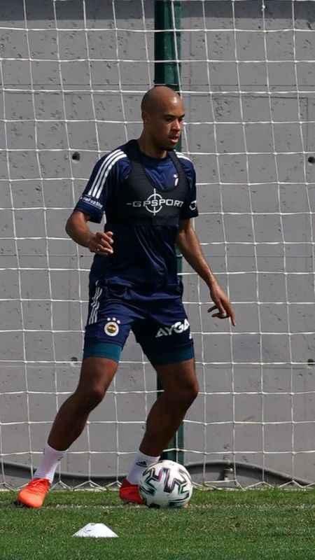 Yeni transfer Marcel Tisserand ilk antrenmanına çıktı