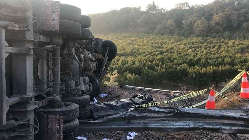 Bursa'da feci kaza kamyon 100 metre sürüklenip bariyerlere çarptı: 1 ölü