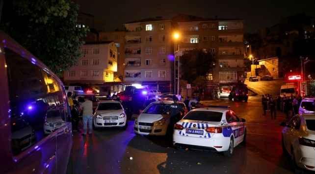 Şişli'de korkutan olay! Polis aracına kurşun isabet etti