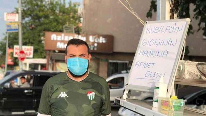 Bursaspor'dan ayrılan futbolcu için taraftar lokma döktürdü