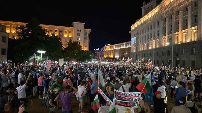 Bulgaristan'daki kriz sürerken, protestoların da şiddeti arttı