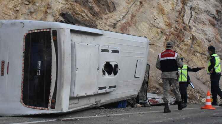 Sivas'ta işçi servisi devrildi, çok sayıda yaralı var