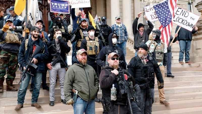 ABD'de korkulan oldu! Silahlı gruplar karşı karşıya!