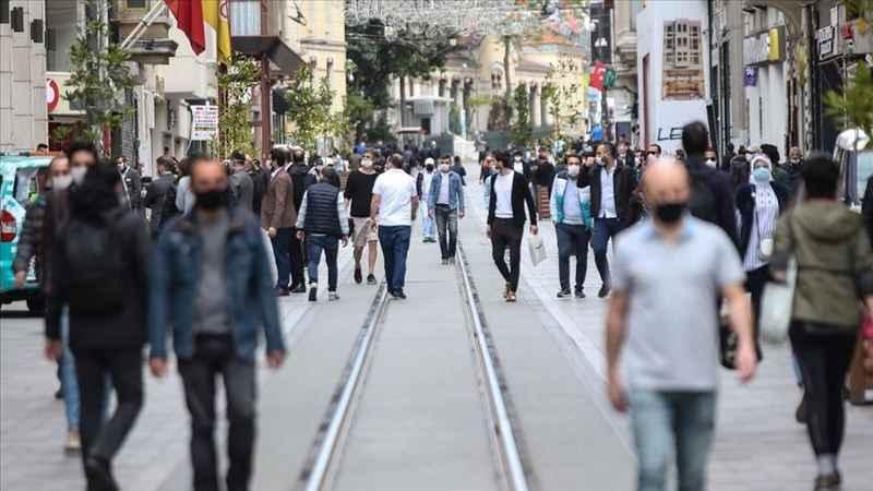 """Bilim Kurulu Üyesi: """"Yeni vakaların yüzde 40-50'si İstanbul'da"""""""