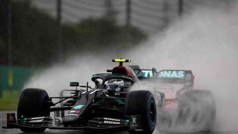 Formula 1'de sıralama turlarında yağmur pilotları zor durumda bıraktı!
